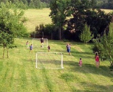 Влакче за деца и футболни вратички